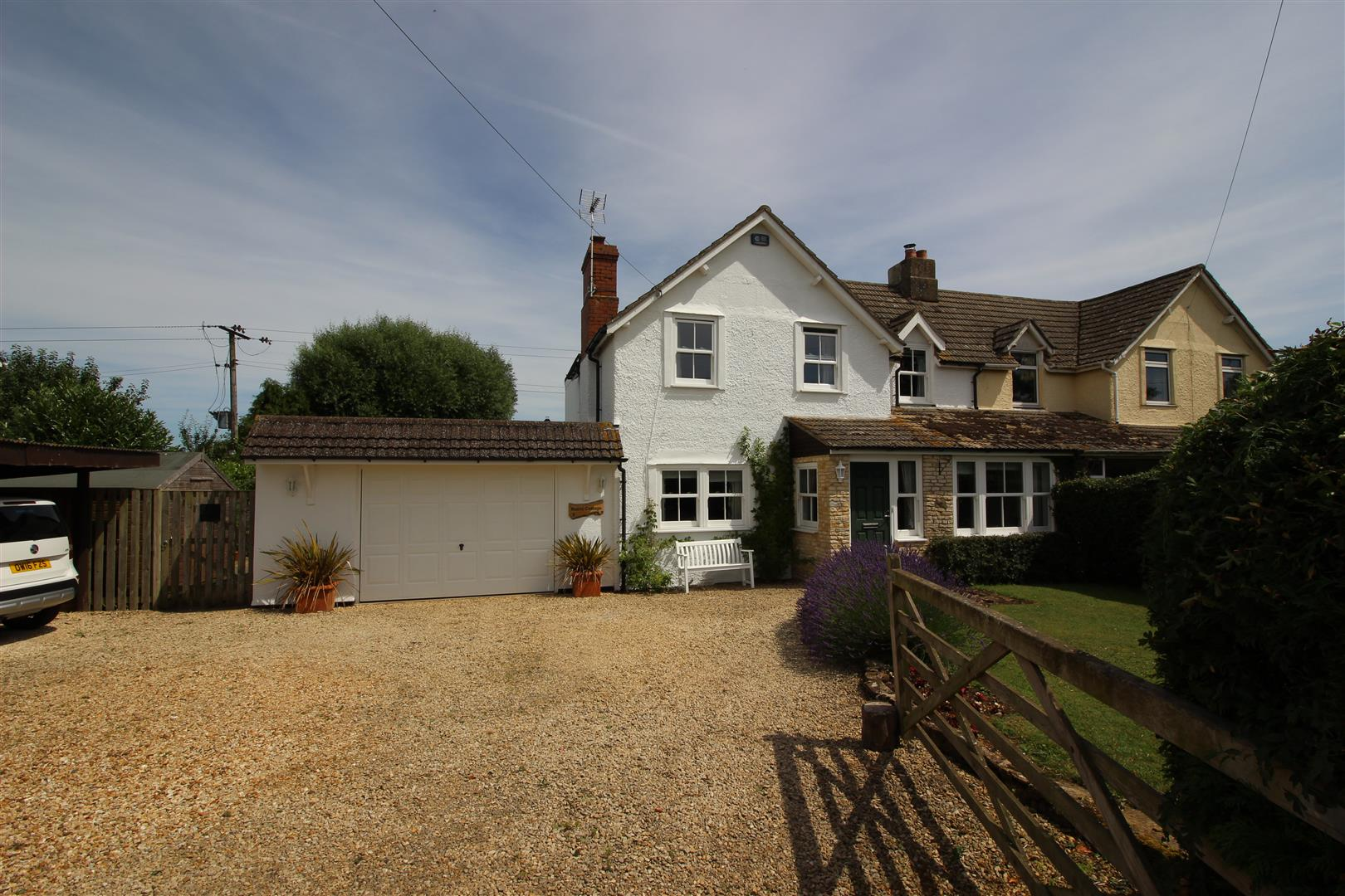 4 Bedrooms Semi Detached House for sale in Dodford Lane, Christian Malford